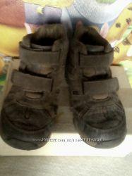 Классные натуральные  деми ботиночки Stride rite 18, 5 cm  на липучках