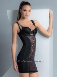 Изящное корректирующее платье с кружевом М