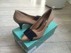 Лаковые туфельки Clarks softwear р. 35-36