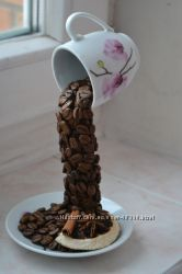 Чашка льющиеся кофе в наличии