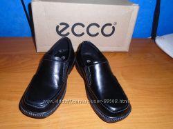 Шикарные, новые, кожаные туфли Ecco р. 27