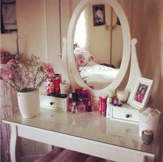 туалетный столик с зеркалом икеа незаменимая вещь мебель для