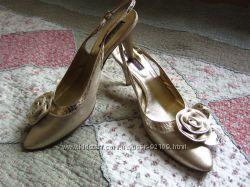 Красивые элегантные туфельки. Италия. Кожа. Одеты 1 раз на свадьбу