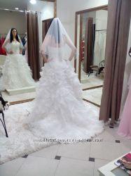Продам француское шикарное  свадебное плать со шлейфом