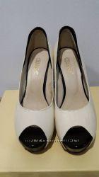 Продам туфли Лабутены на шпильке размер38