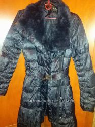 Синие пуховое стеганое пальто с мехом кролика
