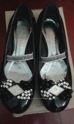 Шикарные лаковые туфельки 30 и 33 размер для девочки