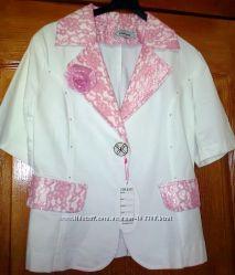 Новый красивый белый пиджак с розовым кружевом