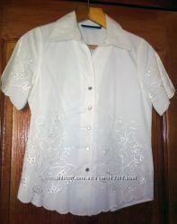 Новый белый брючный костюм с вышивкой