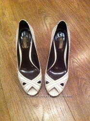Продам замечательные туфли Zara 39 размер