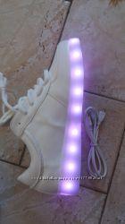Кроссовки со сверкающей платформой