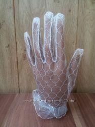Белоснежные полупрозрачные перчатки