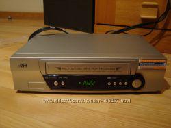 Видеомагнитофон JVC и много виодекассет с детскими мультфильмами
