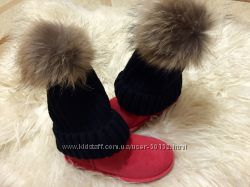 Модные и стильные вязанные шапки с мехом енота Разные расцветки