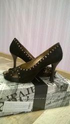 Туфли замшевые черные.