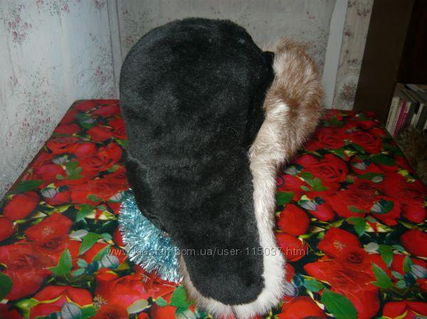 Шапка-ушанка комбинация песца с иск. черным мехом.