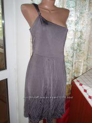 Нарядное оригинальное платье Warenhouse р. М