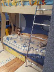 Продам двухярусную детскую кровать