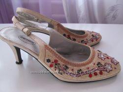 Туфли женские с пайетками и бисером