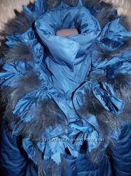 Очень красивое пальто синего цвета с  оригинальным воротом