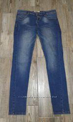 Распродажа джинсов. Разные модели