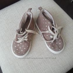 Новые замшевые ботиночки  GAP, р. 9 амер.