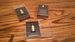 Универсальное автомобильное зарядное устройство Apple MB352LLB  Apple USB