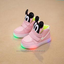 Модные кроссовки с мигалками