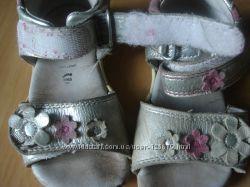 Серебристые босоножки с цветочками, SUPERFIT, 15 см