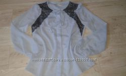 Модная блузка с кружевом от suiteblanco р. S