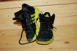 Яркие кроссовки adidas оригинал 18см