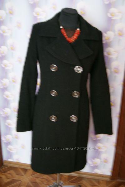 Классическое двубортное пальто с поясом.