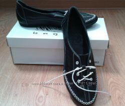 Кожаные кроссовки женские