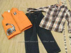 Красивый комплект рубашка, жилет, джинсы
