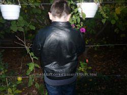 Куртка кожаная фирмы   MOTHERCARE мальчику  на 10 лет, для плотного ребенка