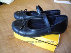 Школьные  туфли Clarks р 2 стелька 22, 5 см