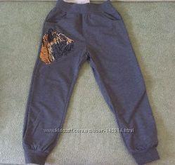 Спортивные штанишки с принтом