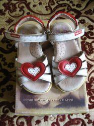 Продам красивые и удобные босоножки Pablosky на маленькие ножки