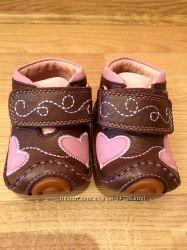 Очень красивые ботиночки UMI 17р в состоянии новых