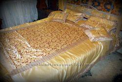 Комплект. Индийское шёлковое покрывало, 4 наволочки для декоративных подуше