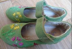 Яркие, мягкие туфельки 28 размера