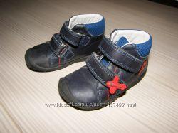 Продам качественные ботинки фирмы Суперфит в подарок кроксы