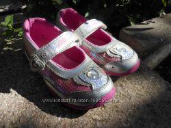Обалденные туфли STRIDE RITE с мигалками в идеальном состоянии.