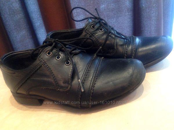 Туфли бу для мальчика в школу. Кожа Irbis