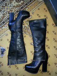 Высокие кожаные сапоги