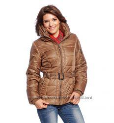 Легкие и теплые демисезонные куртки и жилетки для женщин с C&A