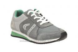 Продам новые кроссовки Clarks