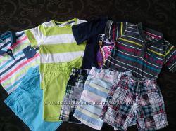 много фирменной летней одежды