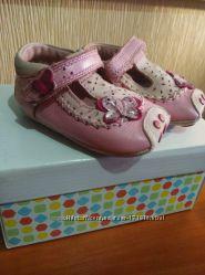 Кожаные туфельки-пинетки CLARKS для принцессы