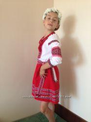 Очаровательная украинский костюм девочке .